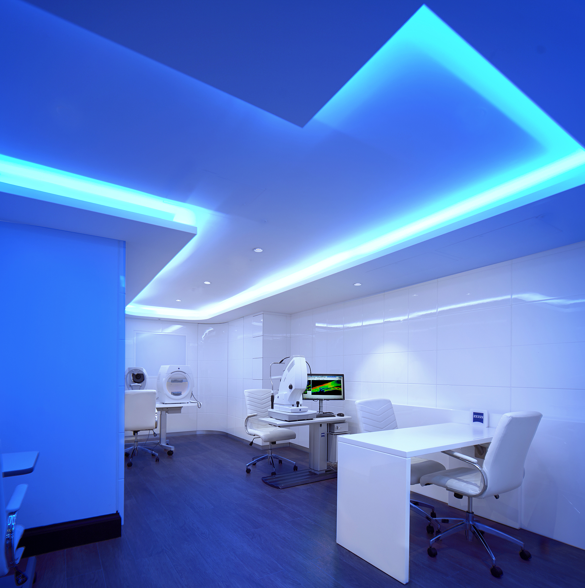 Tom Davies Vision Clinic in Canary Wharf with advanced diagnostic equipment by ZEISS