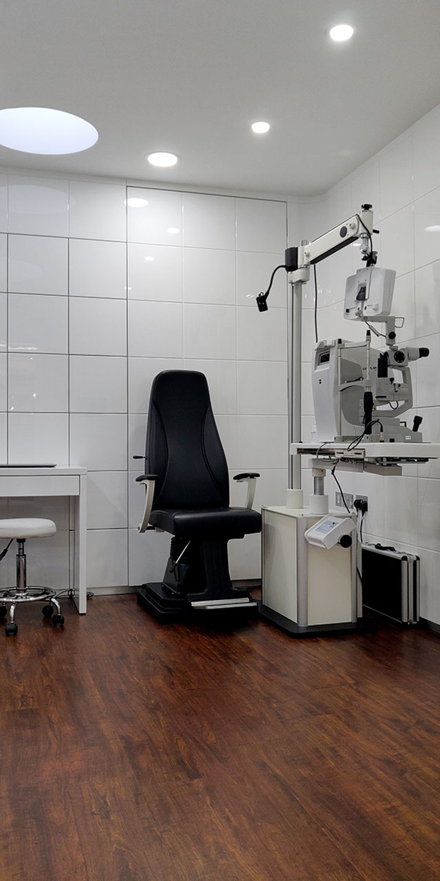 Diagnostic equipment by ZEISS in Tom Davies Vision Clinic in Covent Garden
